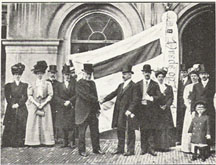 Dutch Peace Conference flag being presented