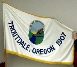 [Flag of Troutdale, Oregon]